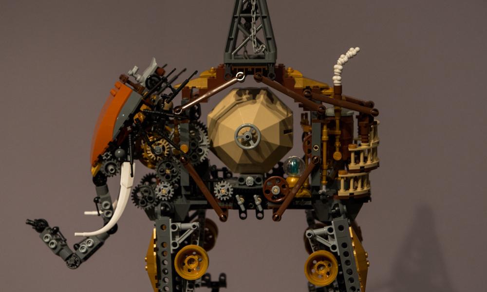 Lego Elephant 001 (closeup)